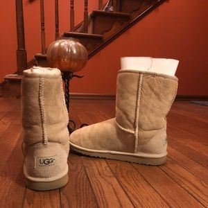 UGG Classic style  in sand color